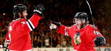 VIDEO Chicago Blackhawks invinge Boston Bruins dupa trei reprize de prelungiri
