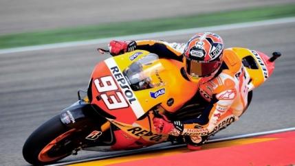 Marquez ii invinge pe Lorenzo si Rossi pe Motorland Aragon