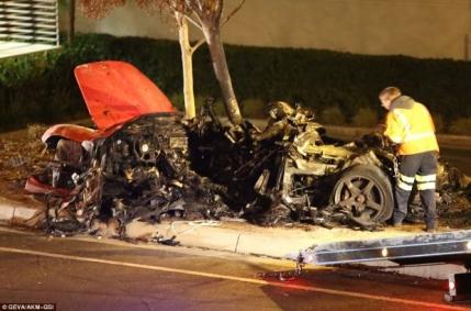 VIDEO Masina Porsche in flacari a lui Paul Walker. Traia cineva in masina si a cerut ajutor?