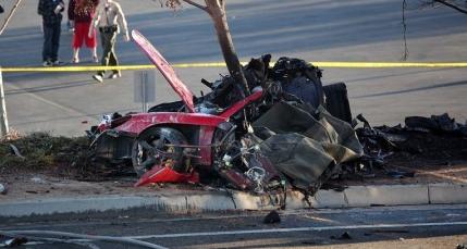 Porsche-ul in care a murit Paul Walker e posibil sa fi avut o defectiune mecanica de productie