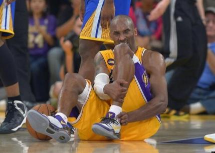 Kobe Bryant s-a accidentat si absenteaza aproape o luna