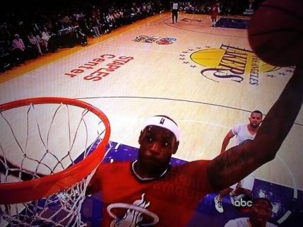 VIDEO Cos monstruos reusit de LeBron James contra lui Lakers. Finalizarea anului in NBA