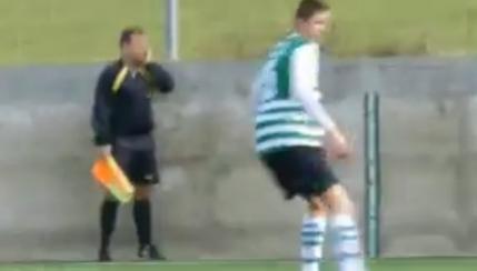Un arbitru de tusa bulgar vorbeste la telefon in timpul meciului (video)