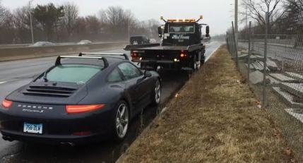 Un Porsche 911 plin de defecte, desfiintat de proprietar (video)