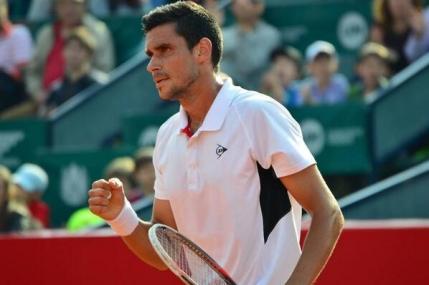 Hanescu eliminat in optimi de Simon la Nastase Tiriac Trophy