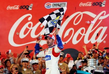 Jimmie Johnson triumfa in cursa Coca Cola 600 din NASCAR