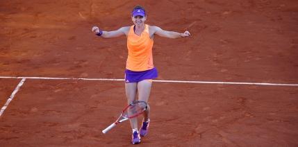 Simona Halep e in finala la Roland Garros si devine numarul 3 mondial. Prima jucatoare dupa 7 ani care ajunge in finala fara sa piarda vreun set! Finala: sambata, ora 16:00
