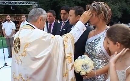 Arabii continua presiunile asupra lui Reghecampf si cer dovada ca sotia sa nu este evreica