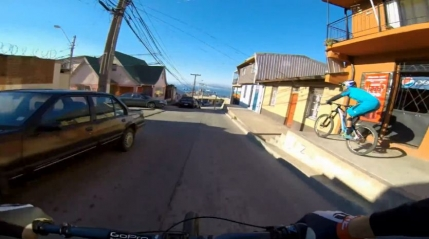 GoPro: Coborare cu bicicleta pe strazile din Valparaiso