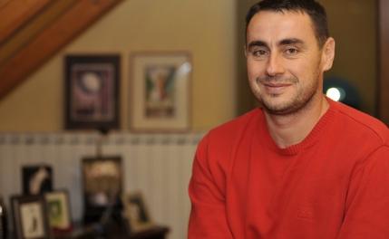 Fostul jucator de tenis Dinu Pescariu, implicat in scandalul de mita de la Microsoft. A castigat de cinci ori mai mult decat in tenis