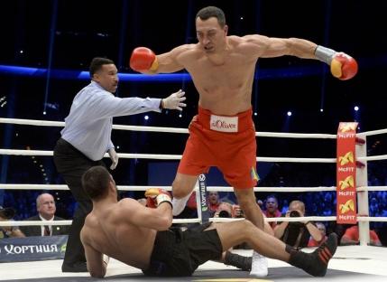 Wladimir Klitschko l-a invins cu un KO brutal pe guralivul Pulev