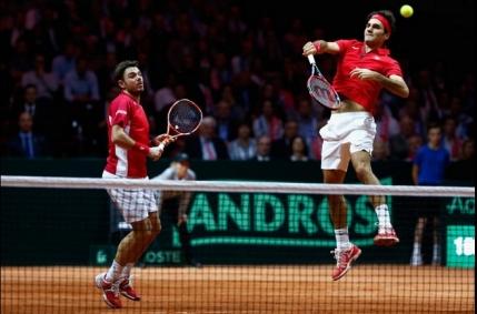CUPA DAVIS: Federer si Wawrinka obtin victoria la dublu. Elvetia la un punct de castigarea trofeului
