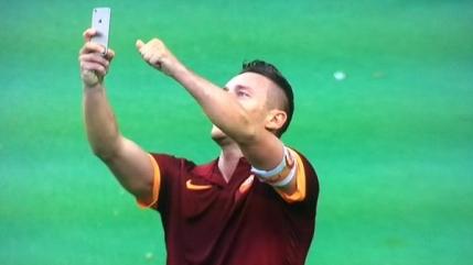 Francesco Totti, selfie pe Olimpico dupa al doilea in derby-ul cu Lazio