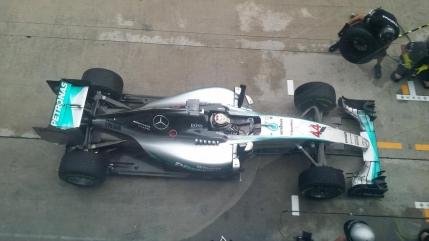 Lewis Hamilton in pole position la Sepang. Sebastian Vettel pe doi intr-o sesiune marcata de ploaie