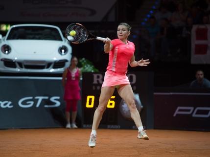 Simona Halep invinsa de Caroline Wozniacki in semifinale la Stuttgart