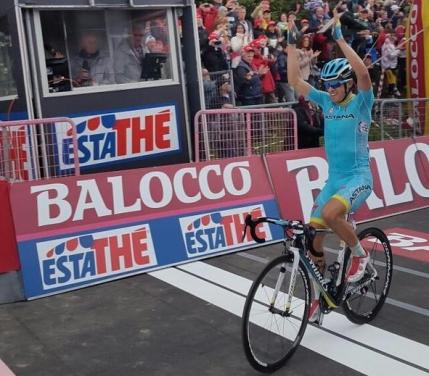 Un spaniol ii calca pe urme lui Marco Pantani in Turul Italiei