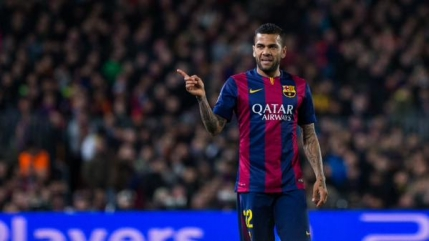 Dani Alves ramane la FC Barcelona