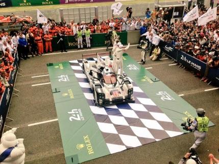 Dubla pentru Porsche la Le Mans