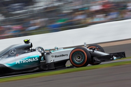 Lewis Hamilton castiga pe ploaie in Marea Britanie la Silverstone