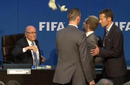 Actorul care l-a ironizat pe Sepp Blatter a fost arestat