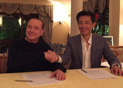 Silvio Berlusconi a vandut aproape jumatate din AC Milan