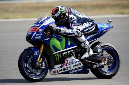 Lorenzo castiga la Brno si-l egaleaza pe Rossi la general