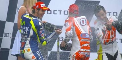Valentino Rossi castiga la MotoGP in Marea Britanie