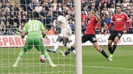 Primul dus rece al sezonului pentru Manchester United