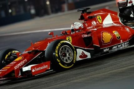 Sebastian Vettel castiga autoritar in Singapore. Abandon pentru Lewis Hamilton
