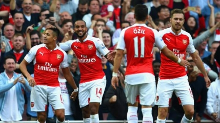 Arsenal a pus tunurile pe Manchester United