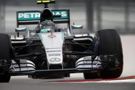 Mercedes domina calificarile din Rusia. Rosberg in pole position