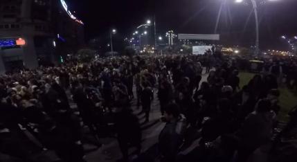 VIDEO Protest pe strazile Bucurestiului: 25.000 au luat cu asalt Piata Victoriei. Dreptul nostru nu este sa iesim la vot, ci sa iesim sa ii dam jos pe cei pusi la vot