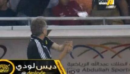Boloni a plecat cu sticle in cap de la Al Ittihad. Imagini cu furia arabilor