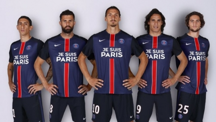 Tricouri personalizate pentru jucatorii lui PSG: Jes suis Paris