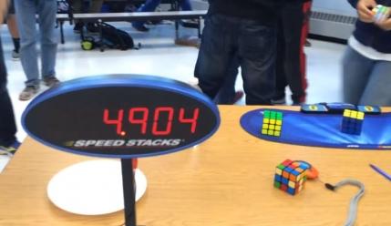 Record mondial la rezolvarea Cubului Rubik (video)