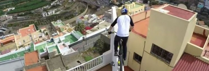 Un supermeserias pe bicicleta (video GoPro)