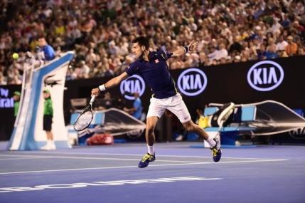Novak Djokovic trece usor de Kei Nishikori pentru un loc in semifinale