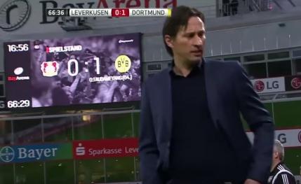 Meci din Bundesliga suspendat din cauza unui antrenor turbulent