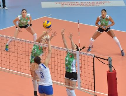 CSM Bucuresti la un pas de prima finala europeana