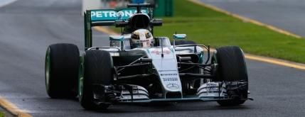 Inceput alunecos de sezon in Formula 1. Hamilton, cel mai rapid pe ploaie in antrenamente