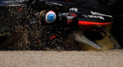 Fernando Alonso scapă miraculos dintr-un grav accident în Australia (foto&video). Manevra criminala a lui Gutierrez