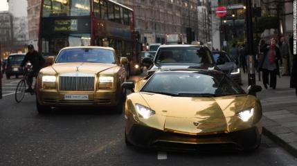 Un arab extrem de bogat a venit la Londra cu patru masini de aur (foto)