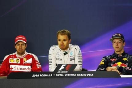 Sebastian Vettel il ia la rost pe Daniil Kvyat pentru un incident de cursa (video)