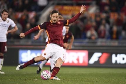 Batranul Francesco Totti decisiv pentru AS Roma