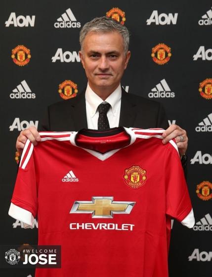 Oficial: Mourinho a semnat cu Manchester United