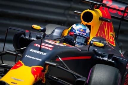 Daniel Ricciardo in pole position la Monte-Carlo. Max Verstappen a dat-o de gard