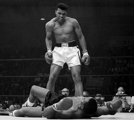 Muhammad Ali a murit la 74 ani