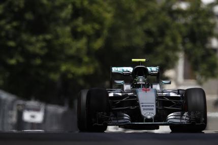 Rosberg in pole position in Marele Premiu al Europei de la Baku. Hamilton a dat-o de gard