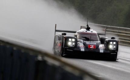 Porsche castiga dramatic cursa de 24 ore de la Le Mans