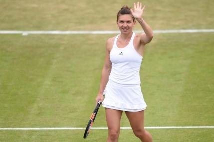 Simona Halep o invinge categoric pe Francesca Schiavone in turul 2 la Wimbledon
